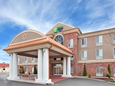 Sainte Genevieve (MO) Holiday Inn Express Hotel & Suites Farmington United States, North America Stop at Holiday Inn Express Hotel & Suites Farmington to discover the wonders of Sainte Genevieve (MO). The hotel offers guests a range of services and amenities designed to provide comfort and convenience. Take advantage of the hotel's free Wi-Fi in all rooms, 24-hour front desk, meeting facilities, business center, newspapers. Designed for comfort, selected guestrooms offer whirl...