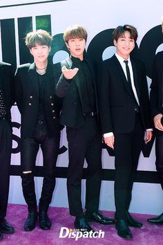 """[BBMA] """"빌보드! 방탄이 왔다""""…'BTS', 불타는 핑크카펫 :: 네이버 TV연예"""