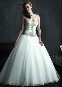 Luxury Sweetheart Dropped Full Length Ball Gown Court Wedding Dresses