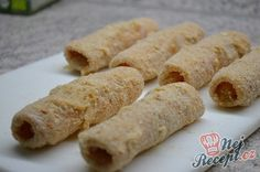 Určitě znáte vynikající předkrm, které se podává na slavnostech nebo na svatbě - šunka plněná křenem. Tentokrát křen nahradíme nádivkou ze zakysané smetany a obalíme v klasickém trojobalu. Vysmažíme v rozpáleném oleji a chutný předkrm je hotový. K tomu kousek křupavého chleba nebo lehký zeleninový salát. No umím si to představit i jako hlavní jídlo s bramborovou kaší nebo klasickým bramborovým salátem. Autor: Lacusin