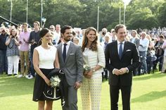 Sofia, Carl Philip, Madeleine and Chris are posing for the cameras before the start of the Victoriadagen concert.