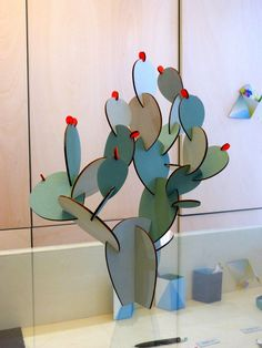 Meeting with the paper tiger - Cactus DIY Decoration Cactus, Cactus Craft, Cactus Cactus, Fake Cactus, Indoor Cactus, Cardboard Sculpture, Cardboard Crafts, Creative Crafts, Diy And Crafts