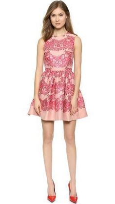 ribes-red-valentino-lace-brocade-dress.jpg (255×452)