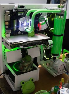 grün weiße wasserkühlung green and white liquid cooling in a thermaltake core p3 PC mod