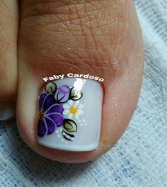 Confira as unhas dos pés decoradas e inspire-se Pedicure Designs, Toe Nail Designs, Pretty Pedicures, Pretty Nails, Blue Nails, My Nails, Nails Only, Toe Nail Art, Flower Nails