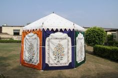 Bride and groom tent for luxury weddings by Sangeeta International, India Glamping Tents, Luxury Glamping, Luxury Tents, Tent Wedding, Luxury Wedding, Arabian Theme, Arabian Nights Party, Party Themes, Party Ideas