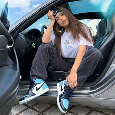 Nike Outfits, Jordan Outfits Womens, Chill Outfits, Cute Casual Outfits, Retro Outfits, Jordan Shoes For Women, Casual Shoes, Jordan 1 Blue, Jordan 1 Retro High