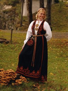 Bunad from Vest-Telemark Folk Costume, Costumes, Finger Weaving, Norse Vikings, My Heritage, Sewing Ideas, Norway, Ethnic, Traditional