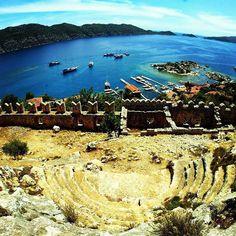 Dünyanın en küçük amfi tiyatrosundan herkese Hello! ☺ #kekova #simena #kaleköy #antalya #yaztatiliheyecanı #tatilzamanı #yaztatili #tatil #başlıyor #tatile #gidiyorum #tatilzamanı #yaz #geliyor #tatil #özlemi #mutlubaşlangıçlar #yolaçık #gezgin #gezginler #deniz #güneş #masmavigökyüzü #masmavideniz #koy #doğa #huzur #tatil
