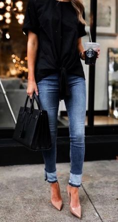 Spring casual outfit blue jeans and heals casual office look Look Casual, Casual Chic Style, Casual Fall Outfits, Casual Jeans, Trendy Outfits, Fashion Outfits, Trendy Style, Smart Casual, Work Outfits
