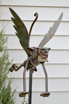 Flying monkey from yardbirdsart.com