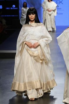 Gaurang at Lakmé Fashion Week Summer/Resort 2017 Indian Party Wear, Indian Wedding Outfits, Indian Outfits, Indian Clothes, Lakme Fashion Week, India Fashion, Women's Fashion, Dress Indian Style, Indian Dresses