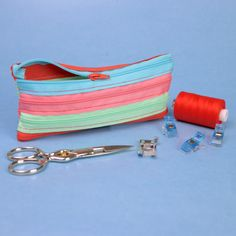 Sewing instructions for a zip case - Sew a bag out of zippers: Super easy zipper pencil case! Sewing instructions for beginners – Free - Sewing Projects For Beginners, Sewing Tutorials, Sewing Hacks, Sewing Tips, Sewing Ideas, Diy Projects, Zipper Pencil Case, Diy Pencil Case, Invisible Stitch
