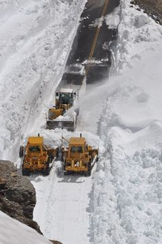 June 27,2014 Hungry Horse News The Photo Newspaper of Glacier Park Deep snow Glacier Park plow crews work on clearing the 80-foot deep snow at the Big Drift on the Going-to-the-Sun Road just east of Logan Pass on June 25 in this National Park Service photo
