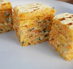 Delicious budget appetizer for festive .- A delicious budget snack on the festive table! / Video recipes / TVCook: step by step recipes with photos - Easy Thanksgiving Dinner, Holiday Dinner, Holiday Tables, Salty Cake, Food Photo, Cornbread, Food Videos, Seafood, Dinner Recipes