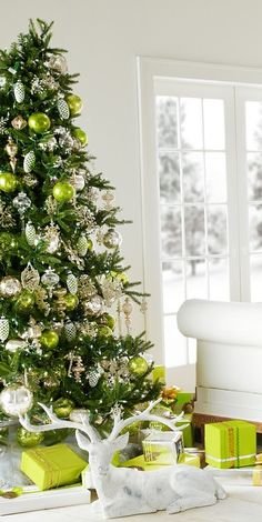 So pretty, next year I am going to work harder at color co-ordinating my gift wrapping to match my tree!