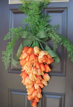 Spring Carrot Door Hanger is part of Spring decor Flowers - Spring is upon us! I'm so excited for the sunshine, warm weather, flowers and all the happiness that spring brings with it I'm also excited for Easter and spring time decorating and I&… Spring Crafts, Holiday Crafts, Spring Home Decor, Diy Y Manualidades, Diy Ostern, Deco Floral, Hoppy Easter, Easter Bunny, Easter Dyi