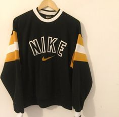 vintage ropa Nike Sweatshirt Vintage - Shop for Nike Sweatshirt Vintage on Wheretoget Cute Lazy Outfits, Cool Outfits, Fashion Outfits, Vintage Outfits, Retro Outfits, Vintage Fashion, Nike Sweatshirts, Nike Outfits, Fitness Outfits