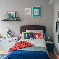 Conheçam o quarto de Holden!  Um quarto todo reformado de forma bem simples e linda. ☺️ Se você está procurando inspiração para um quarto original, vem com a gente! Link clicável na bio @casaecozinhablog#decoração #decoraçãodeinteriores #design #homedecor #quartodemenino #quarto #decor #originalidade #diy #inspiração
