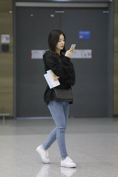Simple for school Kpop Outfits, Korean Outfits, Casual Outfits, Cute Outfits, Work Outfits, Korean Airport Fashion, Korean Fashion, Kpop Fashion, Girl Fashion
