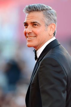 George Clooney Wrote A Poem Attacking Donald Trump That'll Make His Twins Proud Older Mens Hairstyles, Haircuts For Men, Trendy Hairstyles, Hairstyle Men, Hairstyles 2018, Very Short Hair Men, Short Hair Styles, Estilo James Bond, Silver Foxes