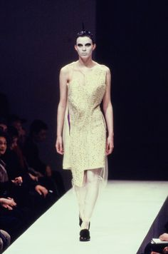 Karen Elson - Comme des Garçons Fall 1997 Ready-to-Wear Collection Photos - Vogue