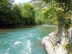 La limpidité extraordinaire de l'eau du Gave d'Aspe