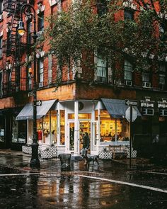 W 4th St by Jason Lee  New York City Feelings  The Best Photos and Videos of New York City including the Statue of Liberty, Brooklyn Bridge, Central Park, Empire State Building, Chrysler Building and other popular New York places and attractions