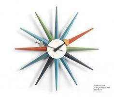 Horloge sunburst clock multicolor   Caractérisées par la diversité des matériaux et des formes, les horloges créées par George Nelson incarnent l'esprit des années 1950. Ces horloges murales restent une alternative pleine de fraîcheur aux objets habituels de mesure du temps. Collection du Vitra Design Museum.  Designer :GEORGE NELSON Marque :VITRA Couleur :MULTICOLOR Dimensions : Diam 47cm  #Jbonet #design #Vitra