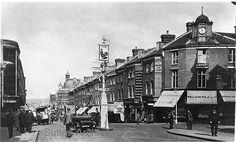 Sutton High Street Sutton Surrey England in the Sutton England, Sutton Surrey, Public Hotel, London History, Street Look, Empire State Building, 1920s, Pictures, Photos