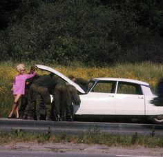 What happens when a (leggy) woman's car breaks down :D >>