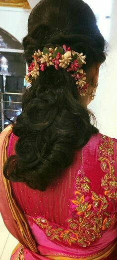 Saree Hairstyles, Indian Wedding Hairstyles, Ethnic Hairstyles, Bride Hairstyles, Hairstyles Haircuts, Cool Hairstyles, Hairdos, Hair Brooch, Hair Decorations