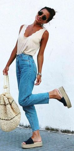 Find out our simplistic, relaxed & just cool Casual Outfit inspirations. Get encouraged with one of these weekend-readycasual looks by pinning the best looks. casual outfits for teens Outfit Jeans, Mom Jeans Outfit Summer, Summer Outfits, Adrette Outfits, Preppy Outfits, Jean Outfits, Fashion Outfits, Fashion Top, Fashion Women