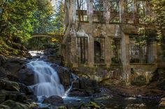 The Carbide Willson Ruins in Quebec, Canada pic.twitter.com/Ry1D5bHhzN