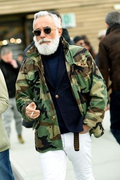 men's street style outfits for cool guys Stylish Mens Fashion, Camo Fashion, Military Fashion, Look Fashion, Stylish Menswear, Street Fashion, Style Brut, Men's Style, Classic Style