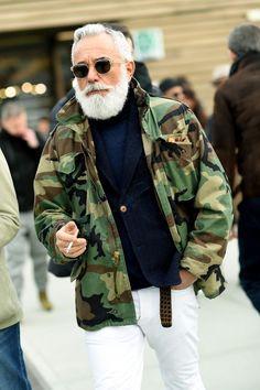 men's street style outfits for cool guys Old Man Fashion, Stylish Mens Fashion, Camo Fashion, Military Fashion, Look Fashion, Stylish Menswear, Street Fashion, Rugged Style, Camo Jacket