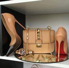 Classy purses for women Luxury Shoes, Luxury Bags, Fashion Bags, Fashion Shoes, Pumps Heels, High Heels, Shoe Boots, Shoe Bag, Pretty Shoes