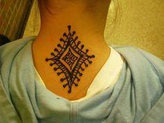 Google Image Result for http://slodive.com/wp-content/uploads/2012/01/heena-tattoos/back-neck-henna-tattoo.jpg