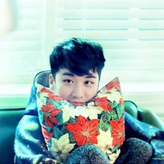 Can i Have some Cookie  Plz ☺️#seungri #Xmas