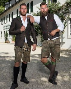 Nothing but leather pants - Trachten - Oktoberfest Traditional Fashion, Traditional Dresses, German Outfit, German Men, Men In Heels, Beer Girl, Bear Men, Looks Style, Men's Style