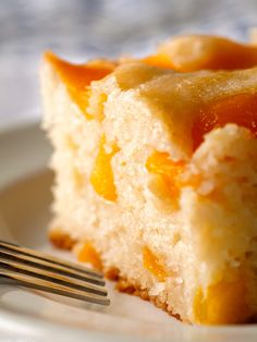 Peach Cobbler Snack Cake Need 1 C granulated sugar plus 3 tsp divided 2 12 C sliced peaches 12 tsp corn starch 2 C flour 12 tsp salt 2 12 tsp baking powder 1 12 C whole m. Peach Cake Recipes, Cake Mix Recipes, Fruit Recipes, Sweet Recipes, Dessert Recipes, Fresh Apricot Cake Recipe, Easy Peach Cobbler Recipe With Cake Mix, Weight Watchers Peach Cobbler Recipe, Fresh Peach Recipes