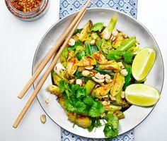 Recept: Råstekt brysselkål med chili, lime och cashewnötter