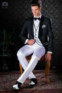 gotik schwarzer anzug mit rot stickerei ottavio nuccio gala silke und jochen hochzeitsideen. Black Bedroom Furniture Sets. Home Design Ideas