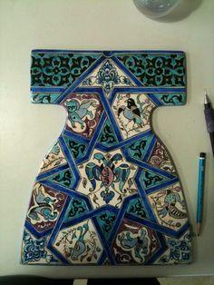 .çini Turkish Art, Turkish Tiles, Tile Art, Mosaic Tiles, Ceramic Pottery, Pottery Art, Dress Design Sketches, Pottery Designs, Fantasy Inspiration