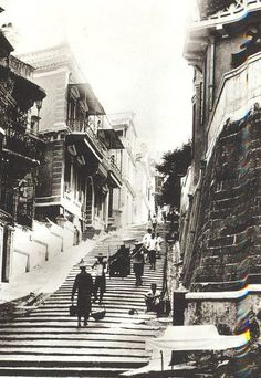 Bill ✔️ Is this Pottinger Street? 砵甸乍街?Comments welcomed! Pictures of Hong Kong from the Early Century. Antique Photos, Vintage Photographs, Old Photos, British Hong Kong, China Travel, Historical Pictures, Vintage China, Southeast Asia, Shanghai