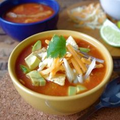 Have 20 minutes for dinner? Why not try this Healthy Chicken Tortilla Soup? Low in calories and fat, and very delicious! Kitchen Recipes, Soup Recipes, Free Recipes, Recipies, Skinny Recipes, Healthy Recipes, Healthy Chicken Tortilla Soup, Incredible Recipes, Soup And Salad