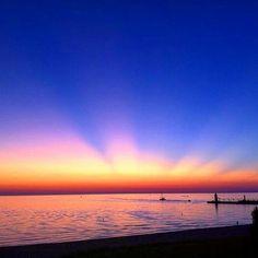A beautiful #Sunset on #LakeMichigan captured by @scotty_j_5289