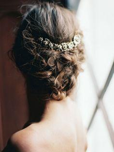 Peinado de novia para tu boda 2015. Inspírate con más peinados sólo en http://bodatotal.com/ peinados para tu boda.