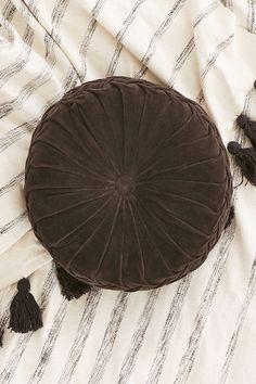 Round Pintuck Pillow #UOonCampus #UOContest