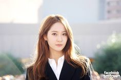 What Are Reasons For Krystal Of f(x) To Leave K-Pop Group And SM Entertainment To Join Sister Jessica At Cordial Entertainment? Krystal Jung 2017, Krystal Fx, Song Hye Kyo, Sulli, Korean Celebrities, Celebs, New Short Hairstyles, Kpop Girls, Asian Beauty